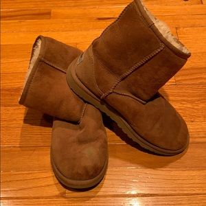 UGG Camel Size 5 low cut boots